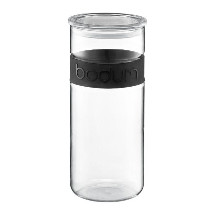 Банка для хранения Presso, цвет: черный, 2,5 л11131-01Банка для хранения Presso, выполненная из прозрачного стекла, станет незаменимым помощником на кухне. В верхней части банки имеется вставка из приятного на ощупь силикона черного цвета. В такой банке будет удобно хранить разнообразные сыпучие продукты, такие как кофе, крупы, макароны или специи. Емкость легко и герметично закрывается пластиковой крышкой с уплотнителем. Такая банка не только сэкономит место на вашей кухне, но и украсит интерьер. Оригинальный дизайн позволит сделать такую банку отличным подарком на любой праздник. Можно мыть в посудомоечной машине.