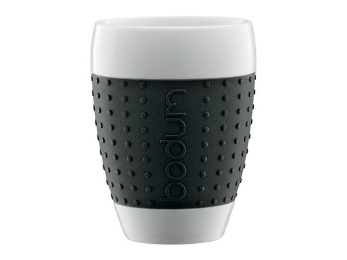 Набор стаканов Bodum Pavina 0,4л, цвет: черный 2 шт, 11156-0111156-01Стаканы с силиконовым ободком Pavina - очень приятны на ощупь. Силиконовый ободок стакана защищает вашу руку от чрезмерно высокой температуры напитка и ваш стакан от того, чтобы он не выскользнул из ваших рук. Стаканы выполнены из фарфора. Можно мыть в посудомоечной машине.