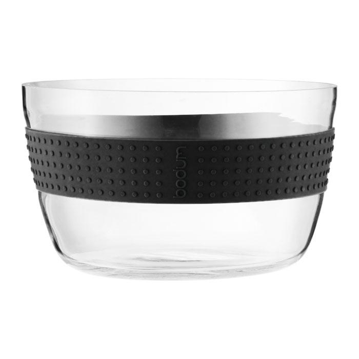 Салатник Bodum Pavina 21см, цвет: черный 11334-0111334-01Салатник Bodum Pavina, выполненный из боросиликатного стекла, займет достойное место на вашей кухне и украсит сервировку стола. Он отличается высокой прочностью, а также прослужит вам долгое время и не потускнеет даже после многократного мытья в посудомоечной машине. Силиконовый ободок салатника не дает ему выскользнуть из рук и придает столу яркую нотку. Салатник можно использовать в микроволновой печи, ставить в морозильную камеру и мыть в посудомоечной машине. Характеристики: Материал: боросиликатное стекло, силикон. Диаметр салатника по верхнему краю: 21 см. Высота салатника: 13 см. Цвет: черный. Размер упаковки: 22,5 см х 13,5 см х 22,5 см. Производитель: Швейцария. Артикул: 11334-01.