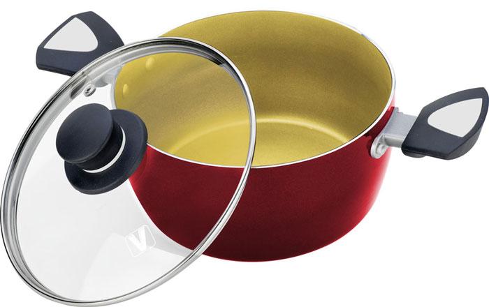 Кастрюля Vitesse, с лопаткой, цвет: красный, 5,4 лVS-2208Кастрюля Vitesse изготовлена из высококачественного алюминия, внутренние стенки имеют антипригарное покрытие. Многослойное термоаккумулирующее дно с утолщенным слоем из алюминия обеспечивает равномерное распределение тепла. С внешней стороны кастрюля имеет силиконовое покрытие, что обеспечивает удобную чистку. Прозрачная крышка, выполненная из термостойкого стекла, позволяет следить за процессом приготовления пищи, а ручки надежно крепятся к корпусу и обеспечивают удобство при эксплуатации. В комплект с кастрюлей входит бакелитовая, высокопрочная, огнестойкая, ненагревающаяся ручка удобной формы на заклепках. Кастрюля подходит для газовых, электрических и стеклокерамических плит и пригодна для мытья в посудомоечной машине. Характеристики: Материал: алюминий, стекло, силикон. Объем: 5,4 л. Внешний диаметр кастрюли по верхнему краю: 24,5 см. Внутренний диаметр кастрюли по верхнему краю: 24 см. ...