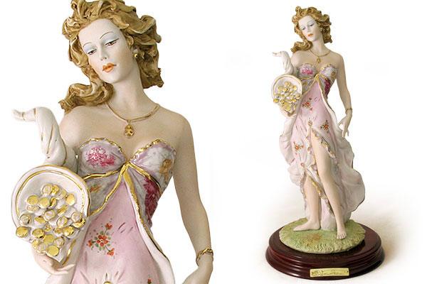 Статуэтка Богиня удачи на дер. подставке 36см (цветная).SB2368LALСтатуэтка Богиня удачи на дер. подставке 36см (цветная).