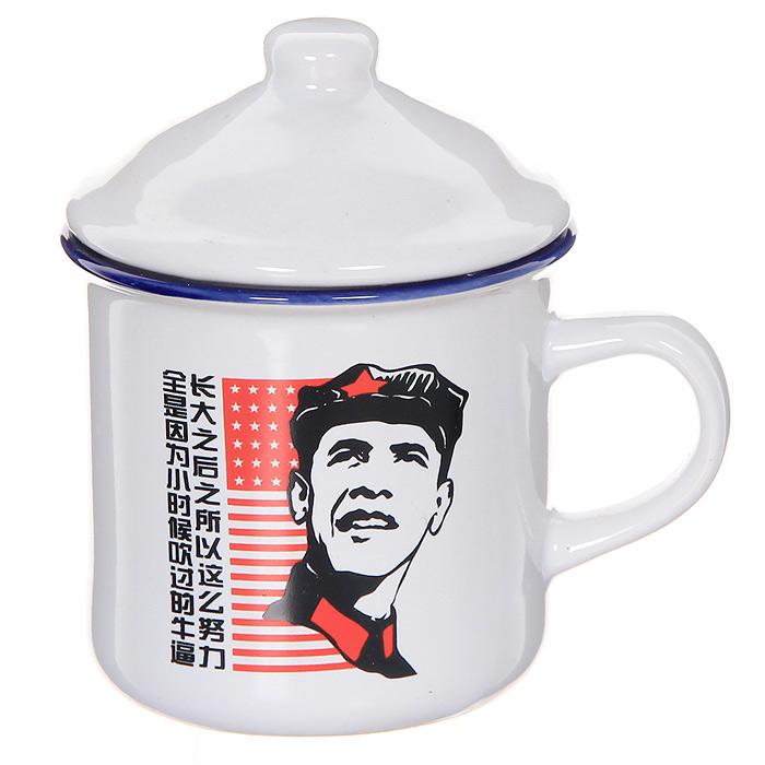 Кружка Обама коммунист с крышкой0802022Керамическая кружка Обама коммунист станет отличным подарком друзьям, близким или коллегам по работе. Кружка из керамики белого цвета оформлена оригинальным изображением в стиле коммунистического Китая. К кружке прилагается керамическая крышка. Такой подарок станет не только приятным, но и практичным сувениром: кружка станет незаменимым атрибутом чаепития, а необычный дизайн придется по вкусу каждому.