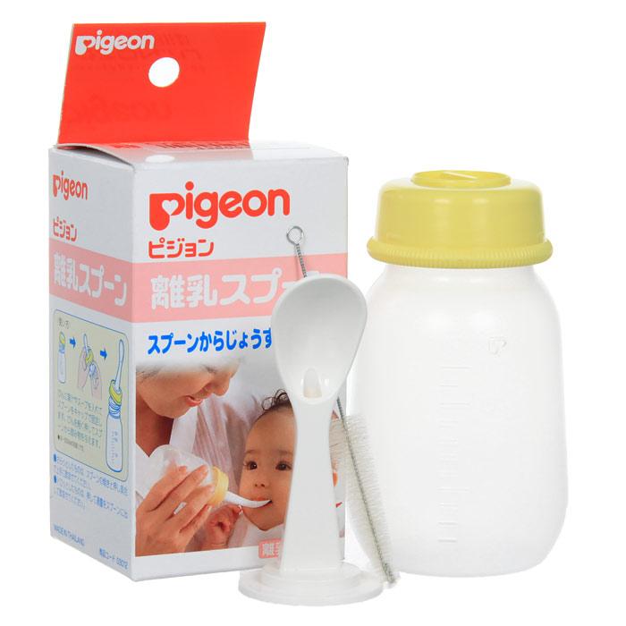 PIGEON Бутылочка с ложечкой для кормления, 3+ мес, 120 мл03012Набор для кормления Pigeon (Пиджеон) используется для детей с начала введения прикорма (для соков и бульонов). Набор состоит из бутылочки и ложки. Набор помогает малышу быстро привыкнуть кушать из ложки. В отличие от обычной ложки, отпала необходимость много раз подносить ее ко рту, достаточно слегка надавить на бутылочку и жидкая пища начнет поступать в ложку по желобку. К набору прилагается щеточка. Характеристики: Объем бутылочки: 120 мл. Длина ложки: 7,5 см. Длина щеточки: 9,5 см. Рекомендуемый возраст: от 3 месяцев. Материал: полипропилен, нержавеющая сталь, нейлон. Товар сертифицирован.