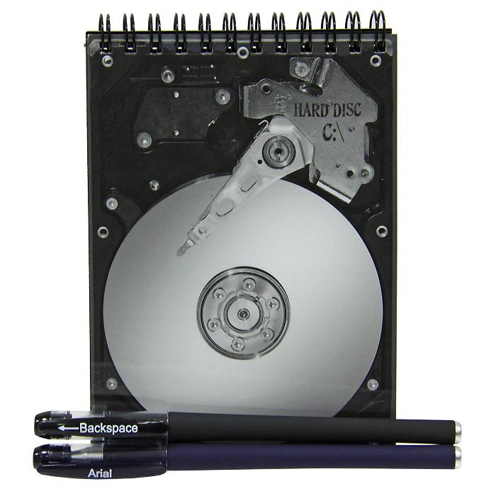 Блокнот Жесткий диск с ручкой и стирателем0101001Оригинальный блокнот Жесткий диск - послужит прекрасным местом для памятных записей, любимых стихов и многого другого. Обложка блокнота выполнена в виде жесткого диска. Внутренний блок выполнен из нелинованной бумаги черного цвета. К блокноту прилагается ручка с белыми чернилами и ручка-стиратель с черными чернилами. Такой блокнот вызовет улыбку у каждого, кто его увидит, а также станет отличным подарком для ваших близких и друзей.