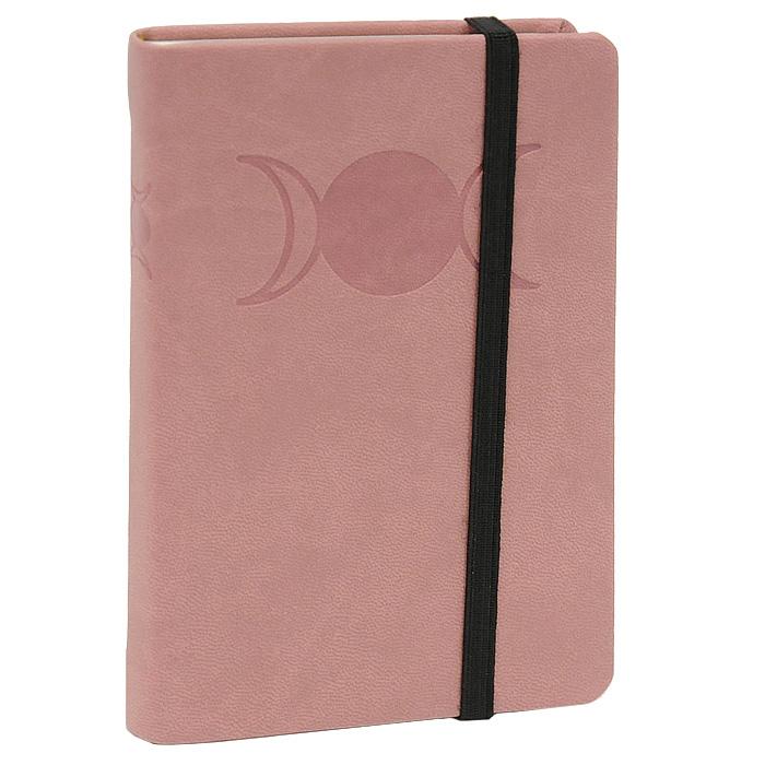 Дневник для записей Lo Scarabeo Тройная Сила Богинь. JOU04JOU04Магический дневник карманного формата прекрасно подходит и для записей личного характера, и как оригинальный подарок. Углы обложки и внутреннего блока скруглены. Обложка фиксируется резинкой, которая позволяет дневнику раскрываться только тогда, когда действительно необходимо. Ляссе делает значительно удобнее поиск нужной страницы.