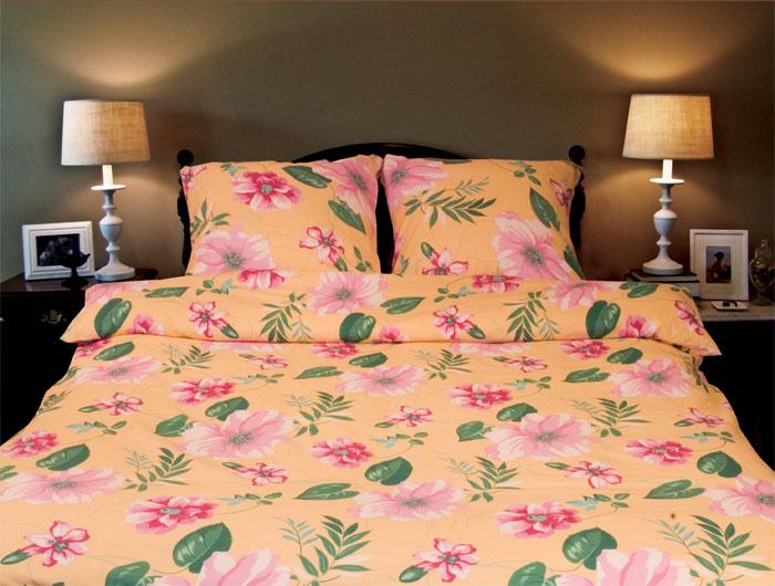 Комплект белья Sonna. Услада (семейный КПБ, бязь, наволочки 70х70)С-1030-01_семейныйКомплект постельного белья Sonna. Услада, изготовленный из бязи, поможет вам расслабиться и подарит спокойный сон. Комплект состоит из простыни, двух пододеяльников и двух наволочек. Постельное белье под маркой Sonna изготавливается из ткани с улучшенными потребительскими свойствами, рисунки создаются специально для этой продукции и часто обновляются в соответствии с последними тенденциями моды. Sonna станет гармоничной частью вашего интерьера и вашей повседневной жизни. Это постельное белье будет долго радовать вас, ведь оно не линяет и не садится. Бязь - 100 % хлопок, хлопчатобумажная ткань полотняного переплетения. Ткань прочная, мягкая, имеет внешний вид одинаковый с лицевой и изнаночной стороны. Обладает низкой сминаемостью, легко стирается и хорошо гладится. Страна: Россия. Материал: бязь (100% хлопок). Артикул: С-1030-01. В комплект входят: Пододеяльник - 2 шт. Размер: 150 см х 215 см. ...