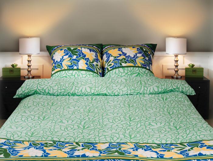 Постельное белье Sonna. Ботаника (2-х спальный КПБ, бязь, наволочки 70х70)С-1043-01_2-спальныйКомплект постельного белья Sonna. Ботаника, изготовленный из бязи, поможет вам расслабиться и подарит спокойный сон. Комплект состоит из простыни, пододеяльника и двух наволочек. Постельное белье под маркой Sonna изготавливается из ткани с улучшенными потребительскими свойствами, рисунки создаются специально для этой продукции и часто обновляются в соответствии с последними тенденциями моды. Sonna станет гармоничной частью вашего интерьера и вашей повседневной жизни. Это постельное белье будет долго радовать вас, ведь оно не линяет и не садится. Бязь - 100 % хлопок, хлопчатобумажная ткань полотняного переплетения. Ткань прочная, мягкая, имеет внешний вид одинаковый с лицевой и изнаночной стороны. Обладает низкой сминаемостью, легко стирается и хорошо гладится. Страна: Россия. Материал: бязь (100% хлопок). Артикул: С-1043-01. В комплект входят: Пододеяльник - 1 шт. Размер: 175 см х 215 см. ...