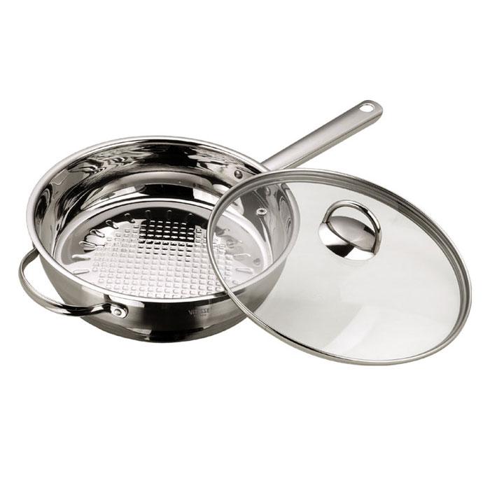 Сковорода Vitesse Damira с крышкой. Диаметр 24 смVS-1053Сковорода Damira прекрасно подойдет для вашей кухни. Она изготовлена из высококачественной нержавеющей стали 18/10. Многослойное термоаккумулирующее дно с алюминиевой прослойкой обеспечивает равномерное распределение тепла по поверхности емкости. Сковорода оснащена удобными ручками из нержавеющей стали, которые надежно крепится к корпусу. Крышка выполнена из термостойкого стекла. Она позволяет наблюдать за процессом приготовления пищи. Крышка оснащена отверстием для выхода пара и металлическим ободом по краю, который предотвратит скол стекла. Сковорода Damira подходит для использования на всех типах плит, включая индукционные. Также изделие можно мыть в посудомоечной машине. Характеристики: Материал: нержавеющая сталь 18/10, алюминий, стекло. Диаметр: 24 см. Глубина: 6,5 см. Объем: 2,9 л. Длина ручки: 17,5 см. Длина короткой ручки: 3,5 см. Размер упаковки: 43 см х 26,5 см...