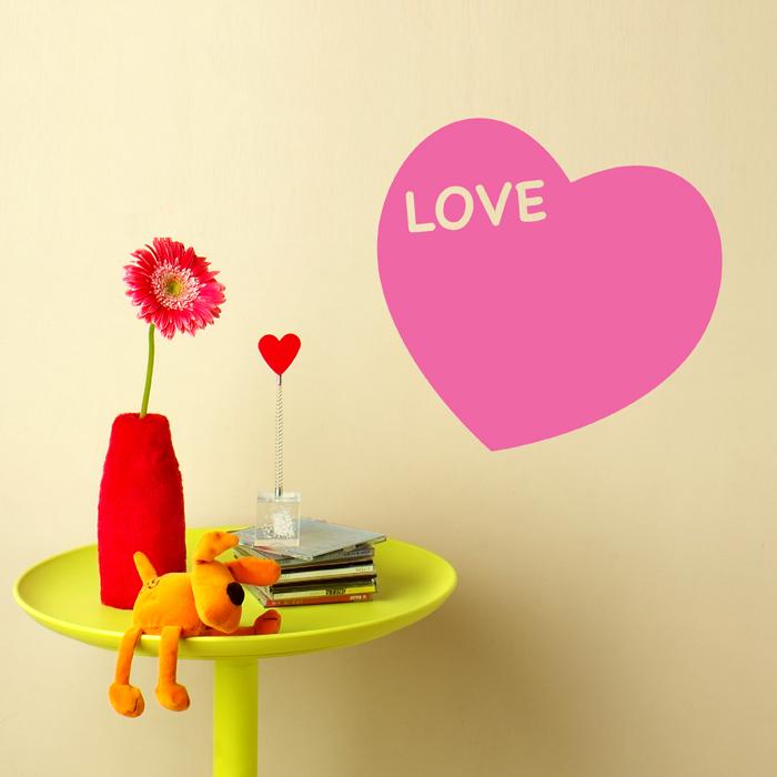 Декоративная виниловая наклейка. Любящее сердце среднийпро0399Декоративная виниловая наклейка. Любящее сердце средний Размер: 31 х 28 см. Производитель: Россия.