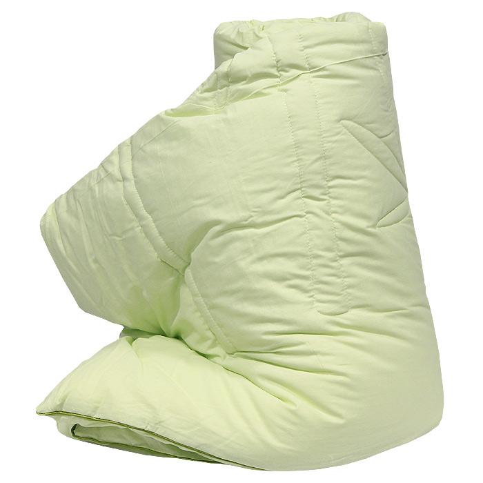 Одеяло Bamboo, наполнитель: волокно бамбука, лебяжий пух, 172 см х 205 см121560201Легкое одеяло Bamboo, чехол которого изготовлен из натурального хлопка, имеет комбинированный наполнитель - чехол с внутренней стороны продублирован пластом с волокнами целлюлозы бамбука, внутренний наполнитель - лебяжий пух. Волокно бамбука - это натуральное волокно, которое имеет прекрасные вентилирующие свойства, позволяя коже дышать свободно. К тому оно обладает дезодорирующими и антибактериальными свойствами: 70% бактерий, попадающих на него, уничтожаются естественным образом. Наполнитель лебяжий пух - аналог натурального пуха, который представляет собой сверхтонкое микроволокно нового поколения. Важным преимуществом этого наполнителя является гипоаллергенность, что делает его подходящим для детей и взрослых. Постельные принадлежности с наполнителем из бамбукового волокна и с оригинальной стежкой bamboo подходят людям, страдающим аллергией и астмой.