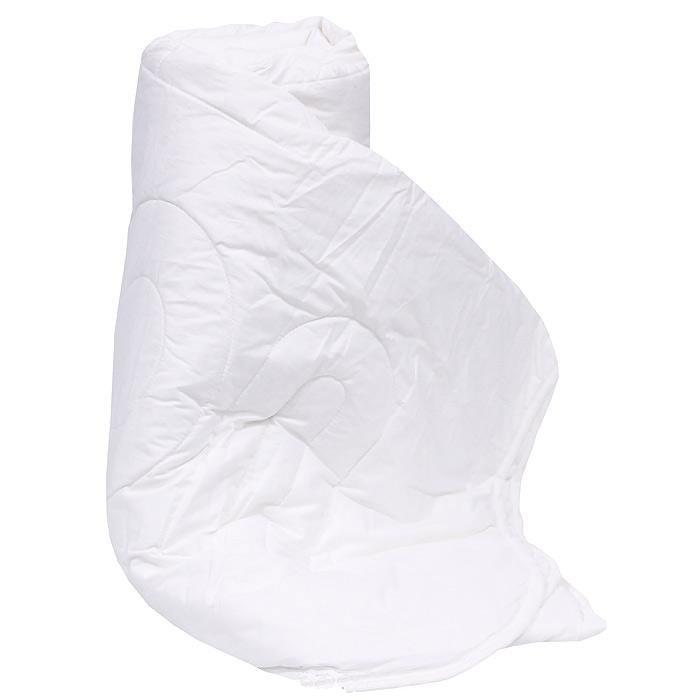 Одеяло Cotton, 140 х 205 см121763202Одеяло Cotton в хлопковой ткани с классическим наполнителем из хлопкового волокна идеально подходит для теплого лета. Хлопковое волокно - это экологически чистый гипоаллергенный наполнитель, обладающий гигроскопичностью и хорошей терморегуляцией. Оригинальная стежка равномерно распределяет наполнитель в чехле, добавляя вашему одеялу красоты и практичности.