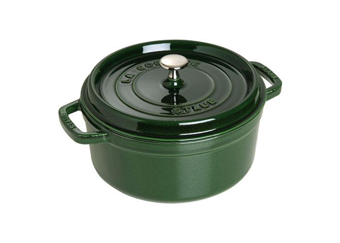Кокот чугунный Staub, круглый, с крышкой, цвет: зеленый базилик, 3,8 л. 11024851102485Изготовлена из чугуна, покрытого эмалью снаружи и внутри. Подходит для использования на всех типах плит и в духовке. Перед первым использованием вымыть горячей водой, высушить на слабом огне, затем смазать растительным маслом изнутри. Погреть несколько минут на слабом огне и вытереть избыток масла. Мыть жидким моющим средством, без применения абразивных веществ и металлических губок. Пригодна для мытья в посудомоечной машине. При падении на твердую поверхность посуда может треснуть или разбиться. Металлические кухонные принадлежности могут повредить посуду. Чтобы не обжечься, пользуйтесь прихватками.Адрес изготовителя:Zwilling Staub France S.A.S, 47 bis, rue des Vinaigriers, 75010 Paris, FRANCE (Цвиллинг Стауб Франс С.А.С 47 бис, ру де Винаигриерс, 75010 Париж, Франция) Характеристики: Материал: чугун, металл, эмаль. Объем: 3,8 л. Внешний диаметр: 24 см. Высота стенки: 11 см. Толщина стенки: 0,3 см. Цвет: зеленый базелик. Размер упаковки: ...