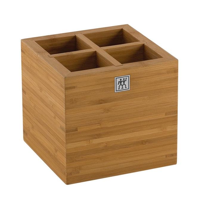 Подставка для кухонных принадлежностей Twin. 37880-10137880-101Подставка Twin предназначена для удобного хранения и перемещения кухонных принадлежностей. Представляет собой небольшой ящичек, выполненный из бамбука. Подставка оснащена вставкой-разделителем для удобства использования. Изделие очень удобно, практично и не займет много места на вашей кухне. Характеристики: Материал: дерево. Размер подставки: 15 см х 15 см х 15 см. Размер упаковки: 16,5 см х 16,5 см х 16,5 см. Производитель: Германия. Изготовитель: Китай. Артикул: 37880-101. Немецкая компания Zwilling J. A. Henckels была основана в 1731 году. При производстве своей продукции компания на протяжении многих лет использует инновационные технологии. В настоящее время компания Zwilling J. A. Henckels является эталоном высокого немецкого качества, долговечности и практичности, чем заслужили признание во всем мире.