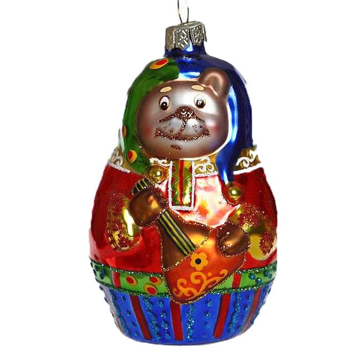 Новогоднее подвесное украшение Медведь-матрешка. 2212322123Новогоднее украшение Медведь-матрешка отлично подойдет для декорации вашего дома и новогодней ели. Игрушка выполнена из стекла в виде медвежонка в наряде матрешки. Елочная игрушка - символ Нового года. Она несет в себе волшебство и красоту праздника. Создайте в своем доме атмосферу веселья и радости, украшая всей семьей новогоднюю елку нарядными игрушками, которые будут из года в год накапливать теплоту воспоминаний. Коллекция декоративных украшений из серии Magic Time принесет в ваш дом ни с чем не сравнимое ощущение волшебства!