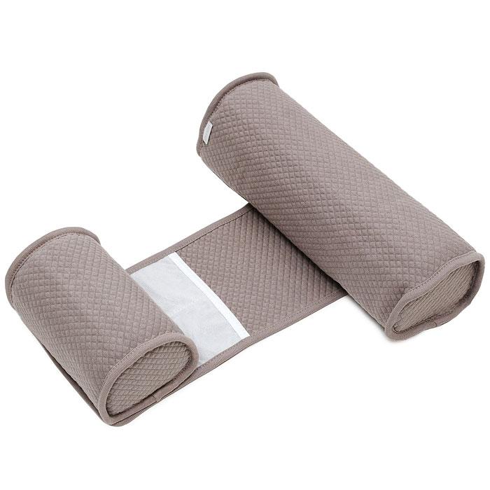 Позиционер для сна Bebecal, цвет: серо-коричневый050351Позиционер Bebecal, состоящий из двух валиков, соединенных между собой полоской, был специально создан для того, чтобы ваш ребенок не смог перевернуться на живот во время сна. Медики рекомендуют укладывать здорового ребенка спать на спину. Bebecal возможно использовать в колыбели, съемной люльке с твердым дном, в детской кроватке, во взрослой кровати или брать с собой в поездки. Позиционер также идеально подойдет для того, чтобы положить ребенка набок после кормления. Форма и наполнитель позиционера гарантируют хорошую циркуляцию воздуха. Ребенок может дышать свободно даже при непосредственном контакте с позиционером. Позиционер Bebecal раздвигается в ширину и предназначен для детей от 0 до 6 месяцев, чехол из хлопка можно стирать и сушить в машинке.