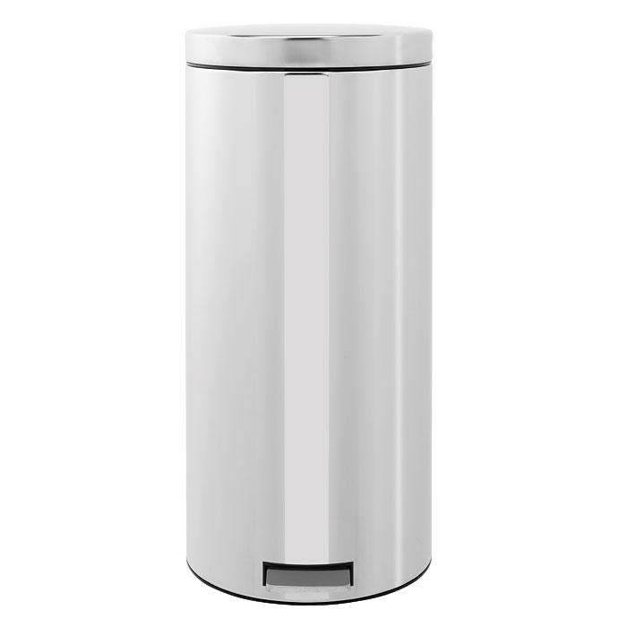 Бак мусорный Brabantia Классический, с педалью, цвет: стальной, 30 л287664Педальный бак на 30 литров поистине универсален и идеально подходит для использования на кухне или в гостиной. Предотвращает распространение запахов - прочная не пропускающая запахи металлическая крышка; Плавное и бесшумное открывание/закрывание крышки; Надежный педальный механизм, высококачественные коррозионно-стойкие материалы; Удобный в использовании - при открывании вручную крышка фиксируется в открытом положении, закрывается нажатием педали; Удобная очистка – съемное внутреннее ведро из пластика; Бак удобно перемещать - прочная ручка для переноски; Предохранение пола от повреждений - пластиковый защитный обод; Всегда опрятный вид - идеально подходящие по размеру мешки для мусора с завязками (размер G); 10-летняя гарантия Brabantia. Цвет: стальной полированный.