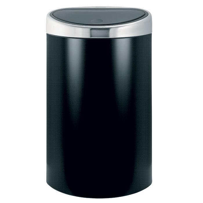 Бак мусорный Brabantia Touch Bin, с защитой от отпечатков пальцев, цвет: черный матовый, 40 л378768Стильный Touch Bin на 40 литров – непременный атрибут каждой гостиной или кухни. Порадуйте себя и удивите гостей! Бесшумное открывание/закрывание крышки легким касанием - система soft touch; Удобная смена мешков для мусора - съемный блок крышки из нержавеющей стали; Эргономичное использование - плоская задняя стенка позволяет устанавливать бак вплотную к стене или в углу; Удобная очистка – съемное внутреннее ведро из пластика с вентиляционными отверстиями, предотвращающими образование вакуума при вынимании полного мусорного мешка; Легкое перемещение с места на место - прочная ручка для переноски; Предохранение пола от повреждений - пластиковый защитный обод; Бак изготовлен из коррозионно-стойких материалов – долговечность и удобство в очистке; Всегда опрятный вид - идеально подходящие по размеру мешки для мусора с завязками (размер L); 10-летняя гарантия Brabantia.