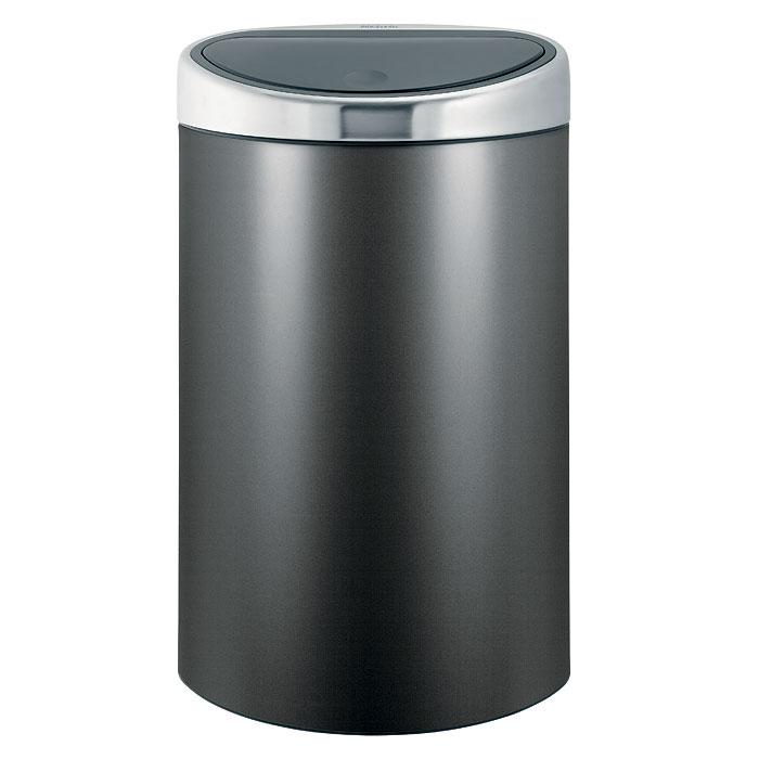 Бак мусорный Brabantia Touch Bin, цвет: платиновый, 40 л442261Стильный Touch Bin на 40 литров – непременный атрибут каждой гостиной или кухни. Порадуйте себя и удивите гостей! Бесшумное открывание/закрывание крышки легким касанием - система soft touch; Удобная смена мешков для мусора - съемный блок крышки из нержавеющей стали; Эргономичное использование - плоская задняя стенка позволяет устанавливать бак вплотную к стене или в углу; Удобная очистка – съемное внутреннее ведро из пластика с вентиляционными отверстиями, предотвращающими образование вакуума при вынимании полного мусорного мешка; Легкое перемещение с места на место - прочная ручка для переноски; Предохранение пола от повреждений - пластиковый защитный обод; Бак изготовлен из коррозионно-стойких материалов – долговечность и удобство в очистке; Всегда опрятный вид - идеально подходящие по размеру мешки для мусора с завязками (размер L); 10-летняя гарантия Brabantia. Цвет: платиновый