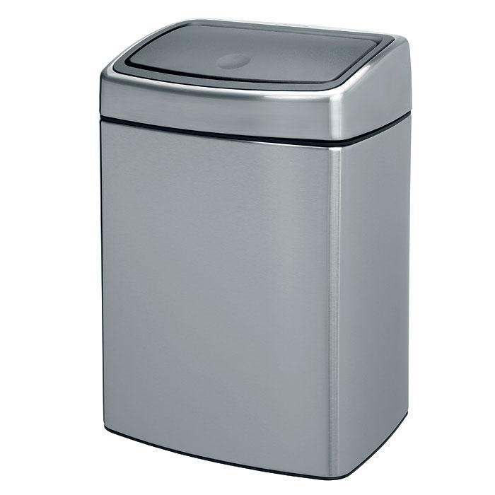 Ведро для мусора Brabantia Touch Bin, 10 л477225Ведро для мусора Brabantia Touch Bin, выполненное из антикоррозийной матовой стали с защитой от отпечатков пальцев, обеспечит долгий срок службы и легкую чистку. Ведро поможет вам держать мелкий мусор в порядке и предотвратит распространение неприятного запаха. Съемная крышка, выполненная из нержавеющей стали и пластика, открывается и закрывается нажатием с характерным щелчком. Крышка открывается и закрывается бесшумно, плотно прилегает к ведру. Пластиковое основание ведра предотвращает повреждение пола. Внутренняя часть ведра - это корзина, выполненная из пластика. Ведро укомплектовано съемным настенным держателем из нержавеющей стали (в комплект входят два шурупа и два дюбеля). В комплекте с ведром идет упаковка с подходящими по размеру мусорными мешками фирмы Brabantia, которые оснащены затяжными шнурками. Характеристики: Материал: сталь матовая, пластик. Объем: 10 л. Высота ведра: 38 см. Размер ведра (Д х Ш): 27 см х 21 см. ...