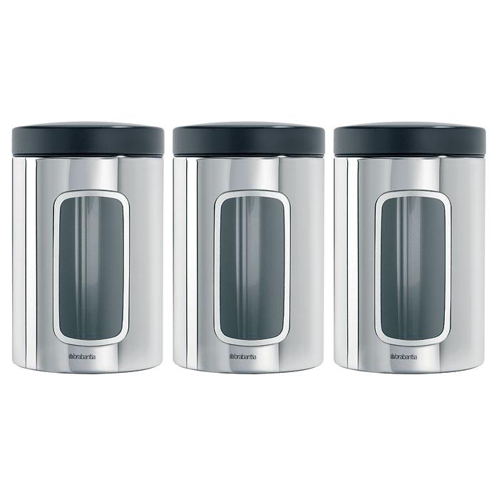Набор банок для продуктов Brabantia 1,4 л, 3 шт, полированная нерж. сталь 247286247286Набор Brabantia состоит из трех банок, в которых будет удобно хранить разнообразные сыпучие продукты, такие как кофе, крупы, макароны или специи. Банки изготовлены из антикоррозийной полированной стали. Они не впитывают аромат, не окрашиваются, не пропускают запах, а продукты в них остаются свежими. Банки плотно закрываются пластиковыми крышками. Защитное покрытие на основании не царапает поверхность. На корпусе каждой банки имеется небольшое окошко из акрила, позволяющее видеть содержимое банки. Такой набор банок для сыпучих продуктов станет незаменимым помощником на кухне. Характеристики: Материал: сталь, пластик, акрил. Высота банки (без учета крышки): 14,5 см. Диаметр банки: 10,5 см. Объем одной банки: 1,4 л. Комплектация: 3 шт. Производитель: Бельгия. Артикул: 247286. Гарантия производителя: 5 лет.