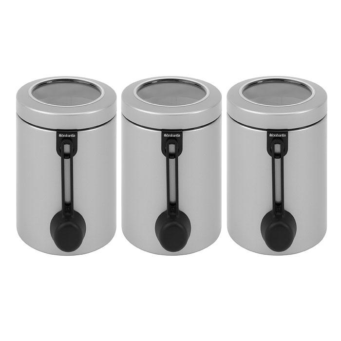 Набор банок для продуктов Brabantia 3 шт, с ложками, матовая нерж. сталь 423703423703Набор Brabantia состоит из трех банок, в которых будет удобно хранить разнообразные сыпучие продукты, такие как кофе, крупы, макароны или специи. Банки изготовлены из антикоррозийной полированной стали. Они не впитывают аромат, не окрашиваются, не пропускают запах, а продукты в них остаются свежими. Банки плотно закрываются крышками с прозрачной пластиковой вставкой, позволяющей видеть содержимое банки. Защитное покрытие на основании не царапает поверхность. В комплекте имеется лист с наклейками, на которых нанесены названия основных продуктов на семи языках, и специальные клипы для закрепления любой этикетки или надписи, которую вы можете сделать сами, написав маркером или ручкой название продукта, который собираетесь хранить в этой банке. Также к каждой банке прилагается мерная ложечка на магните. Такой набор банок для сыпучих продуктов станет незаменимым помощником на кухне. Характеристики: Материал: сталь, пластик, бумага. Высота банки...