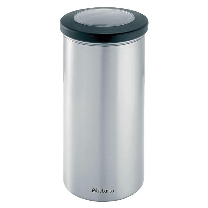 Банка для продуктов Brabantia 1,5 л 391002391002Банка Brabantia, изготовленная из цельного куска нержавеющей стали, станет незаменимым помощником на кухне. В ней будет удобно хранить разнообразные сыпучие продукты, такие как кофе, крупы, макароны или специи. Корпус банки имеет защитный слой от отпечатков пальцев. Банка не впитывает аромат, не окрашивается, не пропускает запах, а продукты в ней остаются свежими. Она плотно закрывается крышкой из акрила с нескользящим покрытием, которое позволяет безопасно открывать банку даже мокрыми руками. Небольшое окошко на крышке позволяет видеть содержимое банки.