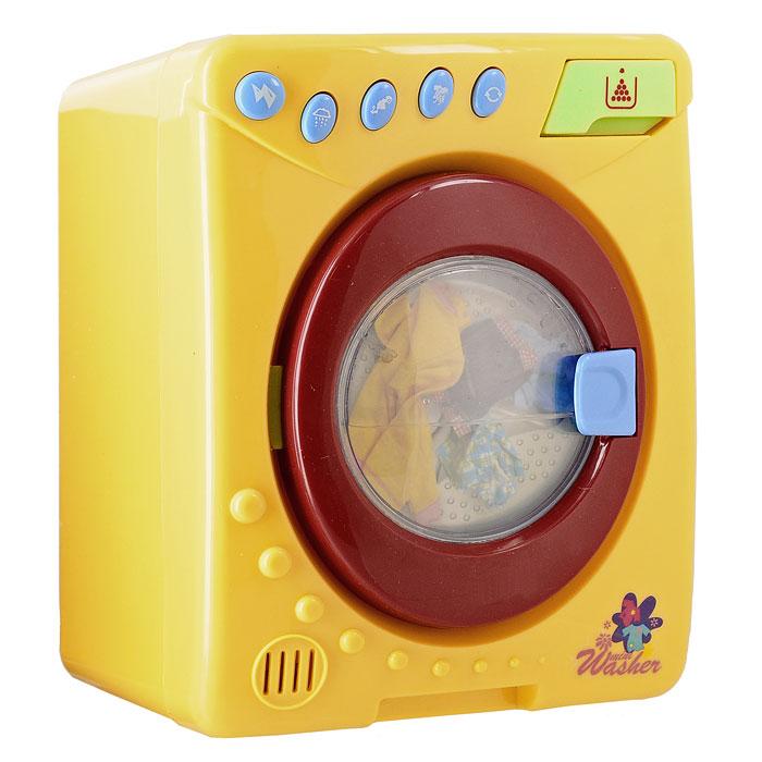 Play Today Стиральная машинка Помогаю мамеPT-00099 (08005)С яркой стиральной машинкой Помогаю маме со звуковыми и световыми эффектами ваша малышка сможет почувствовать себя настоящей хозяюшкой и перестирать все вещи своих игрушек. Машинка снабжена открывающейся дверцей с прозрачным пластиковым окошком и функциональными кнопками, соответствующими разным режимам стирки. Положите в машинку белье и выберите режим, после этого барабан машинки начинает крутиться под звуки, имитирующие работу настоящей машинки. Когда барабан остановится, откройте дверцу и вытащите белье. Теперь все игрушки вашей малышки будут ходить в чистых вещах! Порадуйте ее таким замечательным подарком!