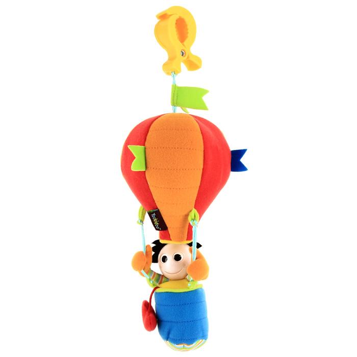 Развивающая игрушка-подвеска Человек на воздушном шаре, от 0 месяцев40122Развивающая мягкая игрушка-подвеска Человек на воздушном шаре, предназначенная для детей с самого рождения, благодаря своей яркой расцветке и приятному на ощупь материалу, привлечет внимание малыша и в игровой форме позволит ему развиваться. Играть с такой игрушкой сплошное удовольствие! Человечек выполнен с большими круглыми глазами и улыбкой для привлечения зрительного внимания ребенка. Разноцветный большой шар забавно шуршит, если его помять, тем самым, развивая мелкую моторику, а в корзине расположен звенящий колокольчик, помогающий развивать слуховое восприятие. Благодаря пластиковой клипсе, прикрепленной к шару, игрушка легко крепится к прогулочной детской коляске или сиденью машины, чтобы ребенок мог достать игрушку, пошуметь ей и поиграть в дороге. Характеристики: Материал: пластик, текстиль. Рекомендуемый возраст: от 0 месяцев. Общая высота игрушки: 33 см. Диаметр игрушки: 12 см. Размер упаковки: 36,5 см х 19 см х 12 см. ...