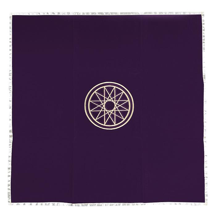 Скатерть для раскладывания карт Lo Scarabeo Mercury, цвет: фиолетовый. ТР 04ТР 04Дизайн скатерти Mercury выдержан в стиле мистики и загадочности, что создает определенную атмосферу при раскладывании карт Таро. Скатерть выполнена из бархатистой ткани, украшенной вышитым изображением эзотерического знака. Соприкосновение с таинственным миром карт Таро будет еще более эффектным, если окружить себя соответственными аксессуарами.
