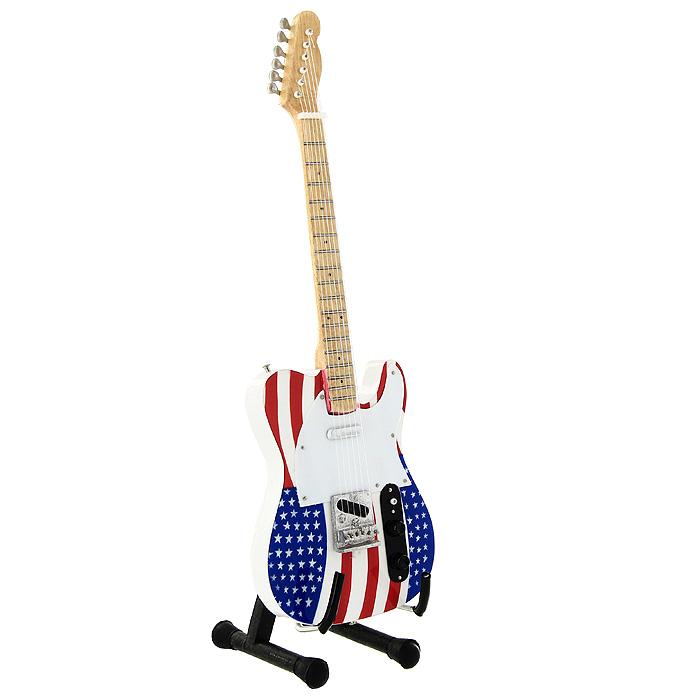 Коллекционная модель гитары Брюса Спрингстина Fender Telecaster Usa. Масштаб 1:41022639Модель электрогитары Fender Telecaster Usa знаменитого американского рок-музыканта Брюса Спрингстина, представляет собой точную копию инструмента, выполненную в уменьшенном масштабе. Такой сувенир понравится не только поклоннику известной рок-группы, но и человеку, ценящему оригинальные вещи. Коллекционная модель станет оригинальным украшением интерьера. Благодаря специальной подставке вы можете поставить модель гитары в любом месте, где она будет удачно смотреться. Модель электрогитары Fender Telecaster была разработана в 40-х годах ХХ века. Одним из многочисленных ценителей данной модели является Брюс Спрингстин.