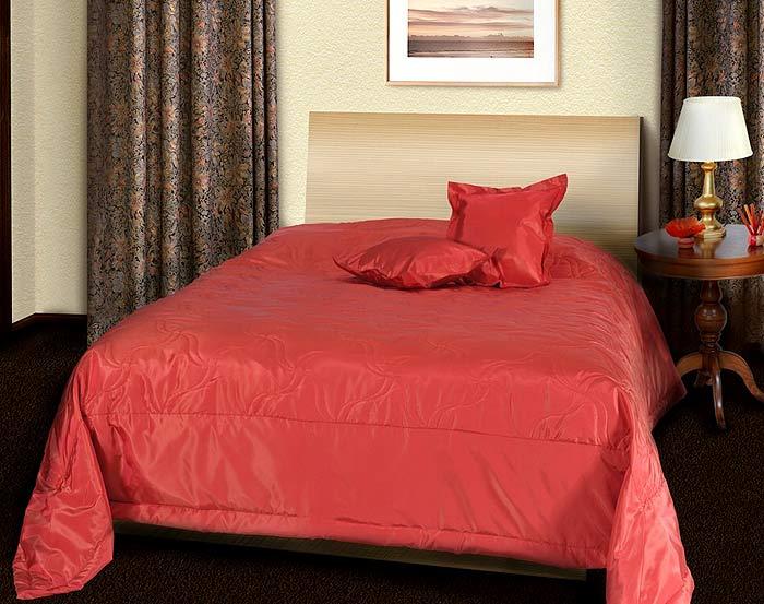 Комплект состоит из покрывала и двух декоративных подушек, выполненных...
