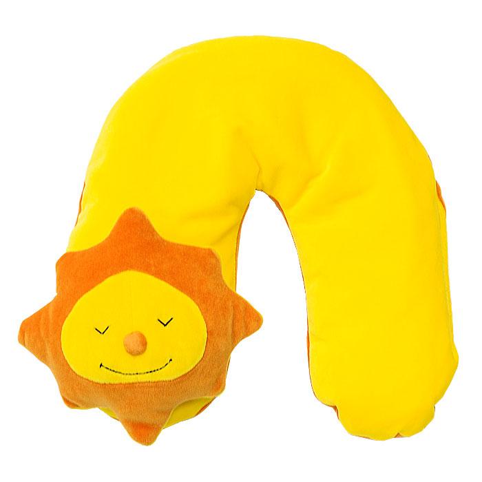 Подушка шейная Theraline Солнце, 85 см78012100Шейная подушка Theraline Солнце обеспечивает комфортный отдых, снимает напряжение и позволяет принять удобное положение во время сна и отдыха, как дома, так и в дороге. Также подушка станет отличной игрушкой для малыша во время путешествия. Наполнителем подушки служат микроскопично маленькие полистироловые шарики размером 0,5-1,5 мм, не имеющие запаха и абсолютно безвредные для здоровья.
