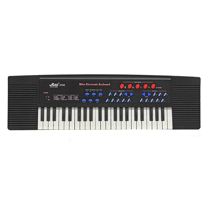 Синтезатор DoReMi, 37 клавиш, с микрофономD-00002Яркий синтезатор DoReMi привлечет внимание малыша и доставит ему много удовольствия от часов, посвященных игре с ним. Синтезатор имеет 37 музыкальных клавиш и множество кнопок, позволяющих добавлять различные звуковые эффекты при составлении мелодий, менять темп и ритм музыки. Количество тембров - 8. Предусмотрена функция автоаккомпанемента с 8 стилями. В комплект с синтезатором входит микрофон. С помощью этого синтезатора ребенок сможет развить свои музыкальные способности и порадовать друзей и близких великолепным концертом. Порадуйте его таким замечательным подарком! Синтезатор может работать от сетевого адаптера или от 6 батареек типа АА. Характеристики: Размер упаковки: 79,5 см x 25 см x 10 см. Необходимо докупить 6 батарей типа AA (не входят в комплект).