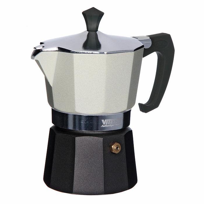 Кофеварка-эспрессо Vitesse на 3 чашки, цвет: белыйVS-2604Теперь и дома вы сможете насладиться великолепным эспрессо благодаря кофеварке Vitesse, которая позволит вам приготовить ароматный напиток на 3 персоны. Новый стильный дизайн компактной кофеварки станет ярким элементом интерьера вашего дома! Корпус кофеварки изготовлен из высококачественного алюминия, ручка - жаропрочная бакелитовая. Кофеварка состоит из двух соединенных между собой емкостей. В нижнюю емкость наливается вода, в эту же емкость устанавливается фильтр-сифон, в который засыпается кофе. К нижней емкости прикручивается верхняя емкость, после чего кофеварка ставится на электроплитку, и через несколько минут кофе начинает брызгать в верхний контейнер и осаждаться. Кофе получается крепкий и насыщенный. Инструкция по эксплуатации кофеварки прилагается. Можно мыть в посудомоечной машине. Характеристики: Материал: высококачественный алюминий, пластик. Высота кофеварки: 15,5 см. Диаметр кофеварки...