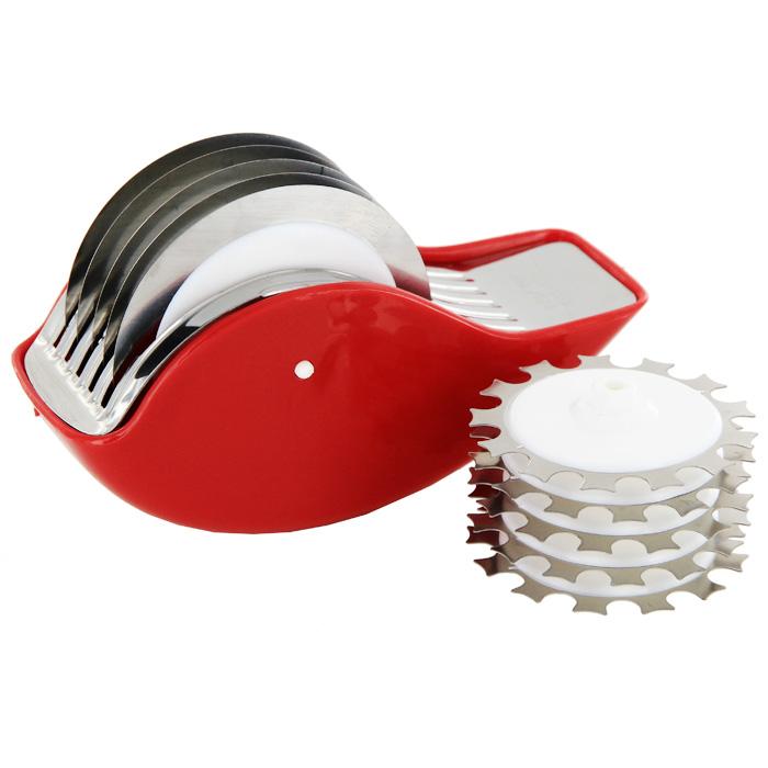 Измельчитель Rull с двумя дисками4315Измельчитель Rull с двумя дисками изготовлен из полипропилена и нержавеющей стали. Измельчитель предназначен для : - нарезки овощей и пряных трав: на разделочной доске измельчителем проводите в разных направлениях до получения продукта нужной консистенции. - смягчения мяса: проводить по мясу, чтобы прорезались наиболее грубые волокна и жилки.