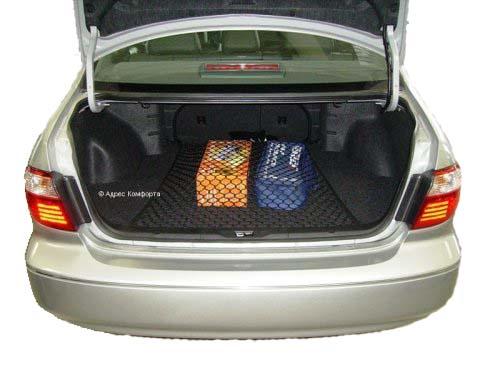 Сетка напольная Классическая, 90 см х 75 смset 004Сетка напольная Классическая изготовлена из переплетенных нитей диаметром 5 мм, размером ячейки 40х40 мм, периметр сетки выполнен из эластичного шнура. В багажнике автомобиля огромное пространство, в котором не большие предметы всегда прыгают, гремят и летают из стороны в сторону. Напольная сетка в багажник автомобиля избавит водителя и от лишнего шума и бардака в багажнике. Представьте, вы купили утюг, чайник и пару обуви, все это положили в багажник. Отъехали от торгового центра (при этом проехали пару лежачих полицейских), затем сделали не один десяток поворотов, пока добрались до дома. Открыв багажник около дома, вы видите, что все вещи разбросаны по разным углам багажника. Проблема не большая, но при наличии напольной сетки вещи остались бы на тех местах, на которые их положили.