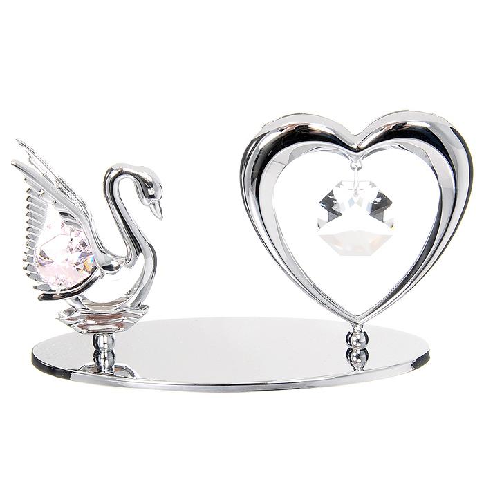 Миниатюра Лебедь и Сердце, цвет: серебристыйU0075-001-CPIМиниатюра Лебедь и Сердце, серебристого цвета, станет необычным аксессуаром для вашего интерьера и создаст незабываемую атмосферу. Кристаллы, украшающие сувенир, носят громкое имя Swarovski - ограненные, как бриллианты, кристаллы блистают сотнями тысяч различных оттенков. Эта очаровательная вещь послужит отличным подарком близкому человеку, родственнику или другу, а также подарит приятные мгновения и окунет Вас в лучшие воспоминания.