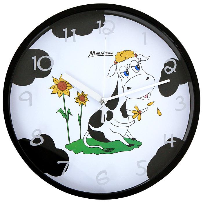 Часы настенные Му-Му11363Настенные кварцевые часы Му-Му своим дизайном подчеркнут стильность и оригинальность интерьера вашего дома. Циферблат часов, оформленный изображением забавной коровы, помещен в круглую черную оправу из пластика. Часы имеют три стрелки - часовую, минутную и секундную. Циферблат часов защищен прозрачным пластиком. Такие часы послужат отличным подарком для ценителя ярких и необычных вещей.
