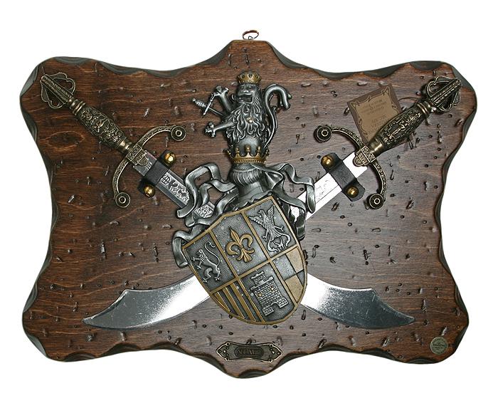 Коллаж Рыцарские трофеи, 38 х 29 см31667Коллаж выполнен в виде деревянного поля с расположенными на нем перекрещенными мечами и пышно декорированным рыцарским гербом, украшенном чернением и чеканкой. Сувенирное оружие - это великолепная идея для подарка любимому мужчине или особого презента партнеру по бизнесу! Если Вы заядлый коллекционер, то добавление нового декоративного оружия к своей коллекции будет ярким и приятным моментом в Вашей жизни. Сувенирное оружие - это оригинальное украшение вашей квартиры или офиса. Оно станет прекрасным дополнением интерьера, придаст ему изысканности, стиля и вместе с тем брутальной мужественности!