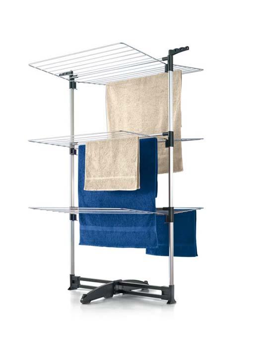 Сушилка для белья Ciclone, напольная40.58.70Напольная сушилка для белья Ciclone, выполненная из алюминиевого сплава, позволит вам разместить большое количество белья, не загромождая пространство в вашей квартире. Ее можно установить на балконе или дома. Сушилка оснащена тремя полками с рейками, общая длина которых составляет 40 метров. Сушилка оснащена пластиковой подставкой, что предотвращает скольжение и появление царапин на полу. Сушилка для белья легко складывается и в таком состоянии занимает мало места, потому вам легко будет убрать ее в любое удобное для вас место. Характеристики: Материал: алюминий, пластик. Размер сушилки в разложенном виде (Д х Ш х В): 78 см х 68 см х 137 см. Размер сушилки в сложенном виде: 79 см х 135 см х 8 см. Толщина рейки: 3 мм. Общая длина реек: 40 м. Артикул: 40.58.70.