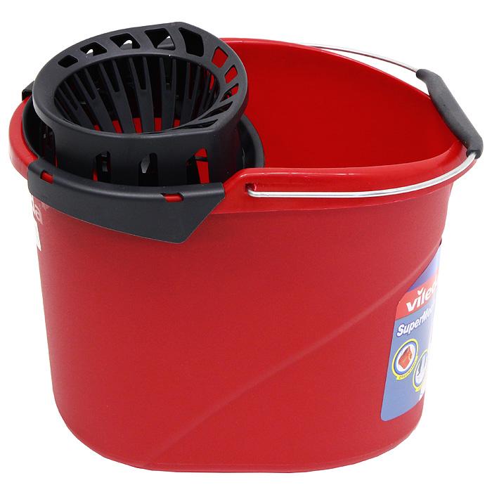 Ведро Vileda SuperMоcio с отжимом ленточных швабр, цвет: красный, 10 л10510, 4015301Овальное ведро Vileda SuperMоcio изготовлено из крепкого, утолщенного пластика и имеет современный дизайн. Ведро снабжено специальной насадкой с технологией Power Press, которая обеспечивает интенсивный отжим ленточных швабр (подходит для всех ленточных швабр, не только бренда Vileda). Это значительно уменьшает физические нагрузки при мытье полов. Насадка надежно крепится на ведро и также легко снимается, позволяя хранить ее отдельно. Для удобного использования ведро имеет металлическую ручку с пластиковой вставкой. Объем: 10 л. Размер ведра: 36 х 27 х 26 см. Vileda - торговая марка немецкого концерна Freudenberg, выпускающего первоклассный уборочный инвентарь, как для уборки дома, так и для профессиональной уборки. Концерн Freudenberg, частью которого является Vileda, существует уже 161 год, торговая марка Vileda - 62 года. В настоящее время торговая марка Vileda - является номером один на европейском рынке в...
