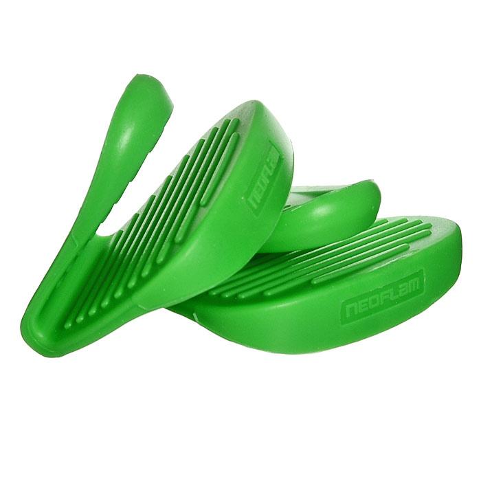 Набор прихваток Frybest, цвет:зеленый SG002CV-G/SG002 GreenНабор прихваток Frybest, изготовленных из термостойкого прочного силикона зеленого цвета, выполнен в ярком дизайне. Эргономичная форма и рифленая поверхность позволяют без труда переносить горячую посуду. Приятные на ощупь, гигиеничные, прихватки выдерживают большой перепад температур от -40С до 250С. Легко моются в посудомоечной машине. С помощью такого набора ваши руки будут защищены, когда вы будете ставить или доставать выпечку.