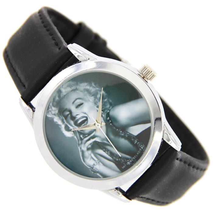 Часы Mitya Veselkov Монро. MV-029MV-029Наручные часы Mitya Veselkov Marilyn Monroe созданы для современных людей, которые стремятся выделиться из толпы и подчеркнуть свою индивидуальность. Часы оснащены японским кварцевым механизмом. Ремешок выполнен из натуральной кожи черного цвета, корпус изготовлен из стали серебристого цвета. Циферблат оформлен изображением американской киноактрисы, певицы и секс-символа Marilyn Monroe.