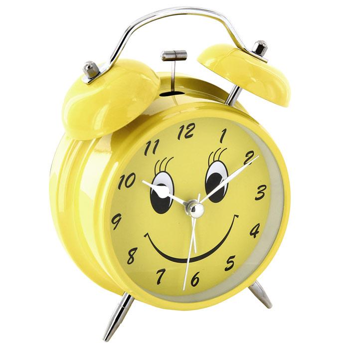 Часы-будильник Веселый, цвет: желтый91863Каждое утро вы боитесь проспать? Будьте абсолютно уверены в том, что с таким будильником вам точно не удастся снова уснуть! Теперь вы сможете просыпаться утром под звуки стильного классического будильника Веселый. Яркий желтый будильник украсит вашу комнату и приведет в восхищение друзей. Циферблат оформлен забавной мордочкой. Будильник работает от батареек. На задней панели будильника расположены переключатель включения/выключения механизма и два колесика для настройки текущего времени и времени звонка будильника. Для работы будильника необходимо докупить 1 батарейку напряжением 1,5V типа АА (не входит в комплект). Характеристики: Размер будильника: 11,5 см х 16 см х 5,5 см. Диаметр циферблата: 8,5 см. Цвет: желтый. Материал: пластик, металл, стекло. Размер упаковки: 11,5 см х 16,5 см х 6 см. Производитель: Китай. Артикул: 91863.