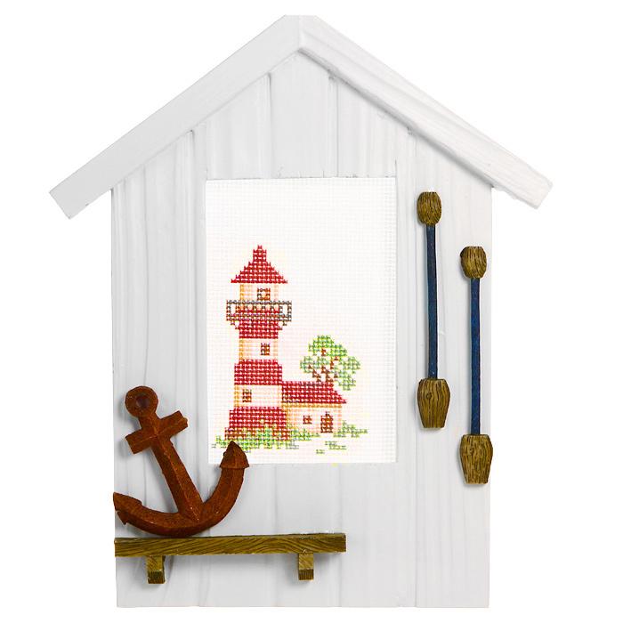 Декоративное украшение Якорь, с набором для вышивания крестом. 450/9450/9Декоративное украшение Якорь состоит из деревянной рамки в виде домика, украшенного объемным якорем и веслами, канвы с нанесенным рисунком в виде маяка, ниток мулине и иглы. После того, как рисунок вышит, можно его вставить в рамку и вы получите оригинальное интерьерное украшение, которое можно поставить в любом месте, где оно будет удачно смотреться и радовать глаз. Кроме того это отличный подарок для друзей и близких, выполненный своими руками. Желаем вам приятного творчества!