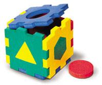 Флексика Мягкий конструктор Кубик с геометрическими фигурками45400Мозаики и конструкторы настолько универсальны и практичны, что с ними можно играть практически везде. Для производства игрушек используется современный, легкий, эластичный, прочный материал, который обеспечивает большую долговечность игрушек, и главное –является абсолютно безопасным для детей. К тому же, благодаря особой структуре материала и свойству прилипать к мокрой поверхности, мягкие конструкторы и мозаики являются идеальной игрушкой для ванны. Способствует развитию у ребенка мелкой моторики, образного и логического мышления, наблюдательности. Производственная фирма `Тедико` зарекомендовала себя на рынке отечественных товаров как производитель высококачественных конструкторов и мозаик серии `Флексика`. Богатый ассортимент включает в себя игрушки для малышей и детей старшего возраста.