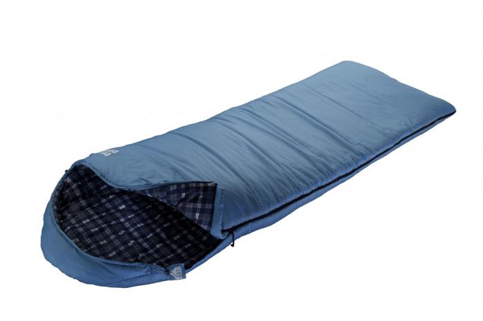 Спальник Trek Planet Celtic Comfort, цвет: синий, левосторонняя молния70365-LОчень комфортный, просторный и теплый спальник-одеяло с капюшоном Trek Planet Celtic Comfort имеет отличительную особенность: он чрезвычайно приятен в использовании, во многом, за счет внутренней фланели. Предназначен для походов и для отдыха на природе преимущественно в летнее время, но также и в весенне-осенний период. Большой и уютный капюшон обеспечивает повышенный комфорт и тепло в холодную погоду. Спальный мешок можно использовать как обычное одеяло. К несомненным достоинствам спальника можно отнести его повышенную комфортность и размер: спальник подходит для крупных и высоких туристов. Особенности спальника: Теплый капюшон анатомической формы, 7-канальный наполнитель Hollow Fiber, Усиленный полиэстер RipStop, Двухсторонняя молния, Тепловой ворот, Мягкая фланель внутреннего материала, Термоклапан вдоль молнии, Внутренний карман, Возможно состегивание спальников между собой (левая и правая молнии). К спальнику прилагается...