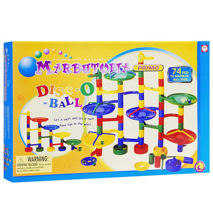 Marbutopia Конструктор Disc-O-Ball6810Конструктор Disc-O-Ball - первый шаг ребенка в мир конструирования объемных лабиринтов. В данном комплекте имеются разноцветные пластиковые детали: воронки, множество мостиков-переходов и 12 шариков. Основная задача - построить лабиринт так, чтобы шарик не застревал, а скатывался вниз по дорожкам и виражам. Особенность конструктора заключается в том, что он позволяет ребенку строить бесконечные забавные лабиринты, руководствуясь своей фантазией или по прилагаемой инструкции. Конструирование лабиринтов полезно для развития пространственного мышления и воображения. Также развивает координацию, моторику, концентрацию, планирование, стратегию, понятие причины и следствия. Раннее развитие этих навыков, как известно, существенно увеличивает академические и интеллектуальные способности ребенка. Конструктор Disc-O-Ball совместим с другими наборами серии Primo благодаря чему вы всегда можете дополнить конструкцию новыми элементами и строить новые виражи. ...
