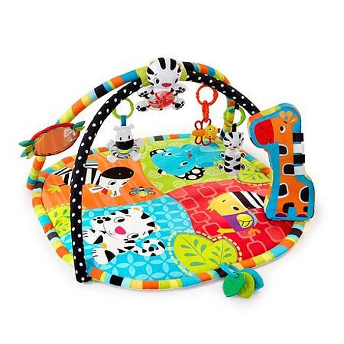 Bright Starts развивающий коврик Африка9167Яркий развивающий коврик Африка станет первой площадкой для игр вашего малыша. У этого игрового тренажера есть большой коврик и две дуги с красочными игрушками. Набивной коврик выполнен из необычайно мягкого и приятного на ощупь материала с яркими цветными изображениями диких животных. Сочетание насыщенных контрастных цветов и множество затейливых узоров прекрасно тренируют зрение крохи. К дугам коврика крепятся развивающие игрушки: три забавные погремушки - тигренок, пчелка и зебра с прозрачным животиком и цветными шариками внутри, безопасное зеркальце, благодаря которому кроха сможет полюбоваться своим отражением, три прорезывателя для зубок с рельефными элементами, подвеска-тигренок, если ударить по ней ручкой, включаются разноцветные огоньки и играют приятные мелодии. Также на поверхности коврика есть мягкая подушка-опора, выполненная в виде жирафа, которая способствует укреплению мышц животика малыша. Коврик поможет малышу развить тактильное, звуковое и цветовое...