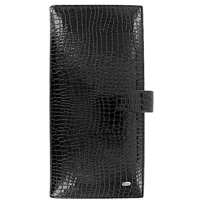 Визитница Petek, цвет: черный. 1081.091.013070Элегантная визитница Petek выполнена из натуральной лаковой кожи черного цвета с декоративным тиснением под крокодила. Внутри визитница содержит блок с карманами из прозрачного пластика, рассчитанный на 80 визитных карточек, вертикальный карман для бумаг, карман-уголок и прорезной кармашек с сетчатым окошком. Закрывается визитница клапаном на кнопку. Визитница упакована в коробку с логотипом фирмы.